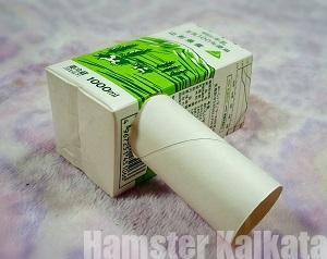トイレットペーパーの芯を挿した牛乳パック