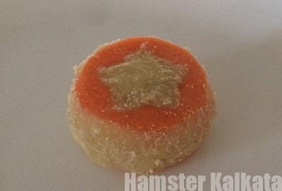 チーズクッキーの粉をふりかける